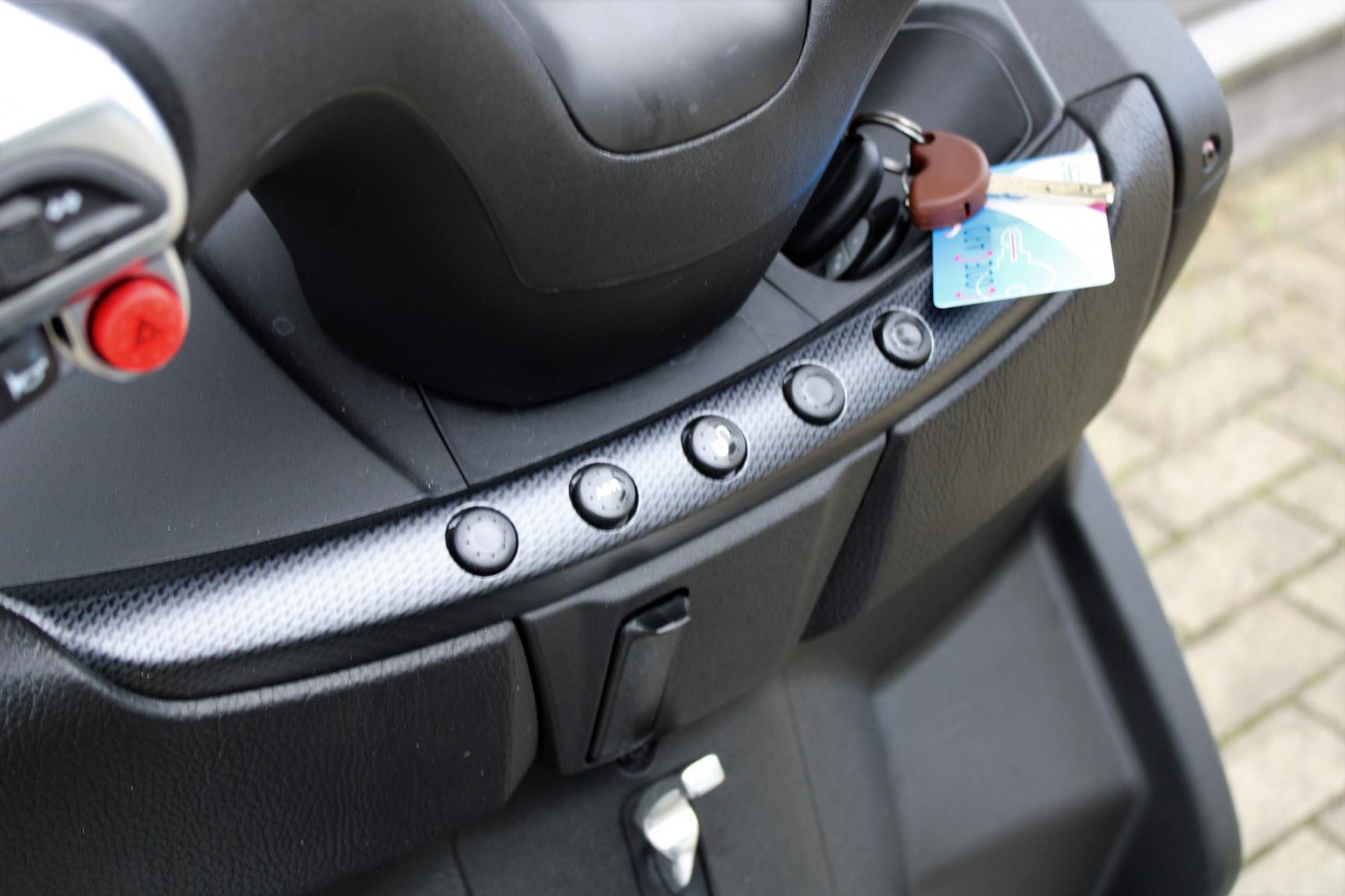 Piaggio-500 MP3 HPE Sport 4678KM Bouwjaar 2020-19